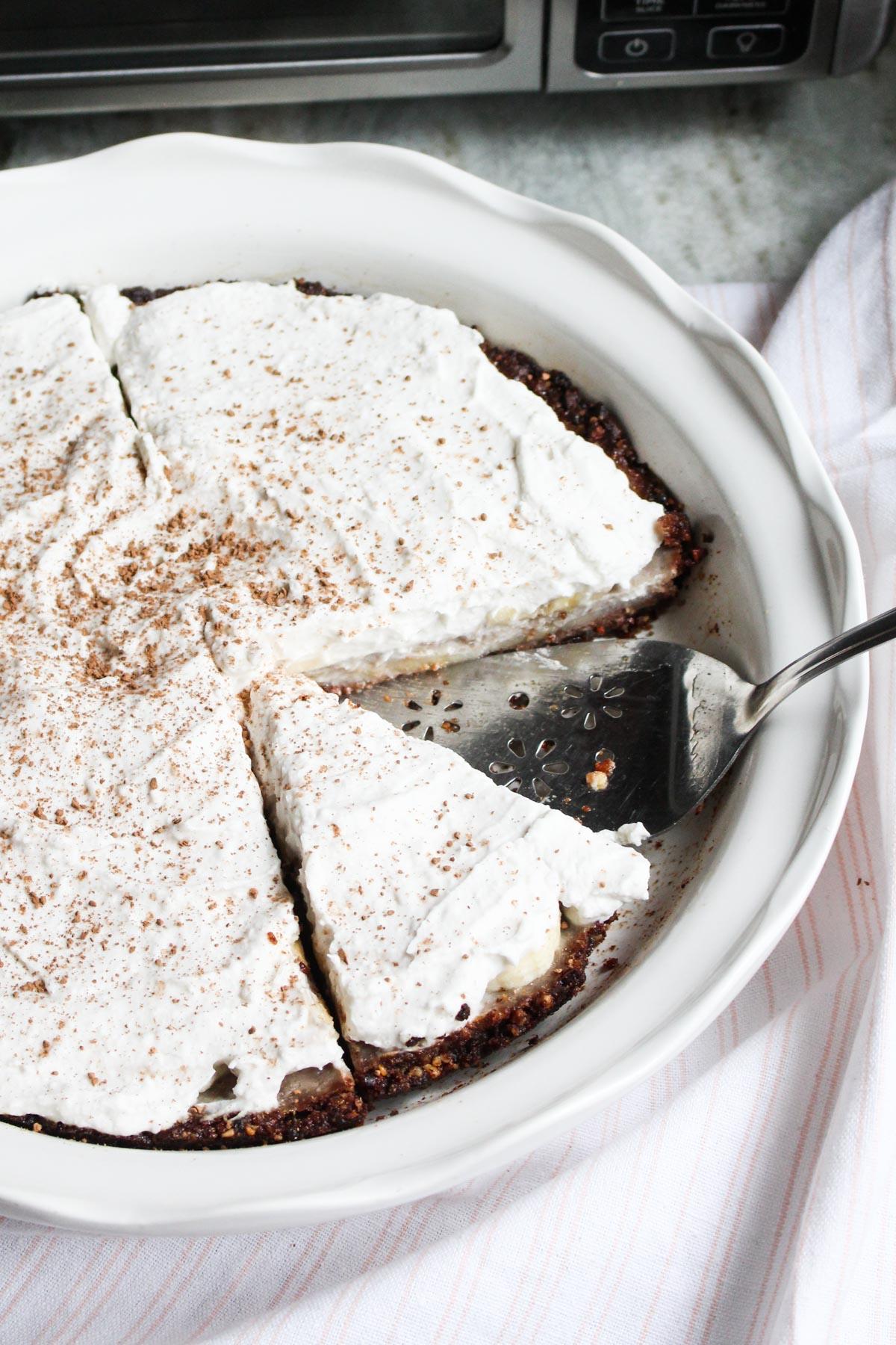 Banana cream pie with cinnamon sprinkled on top.